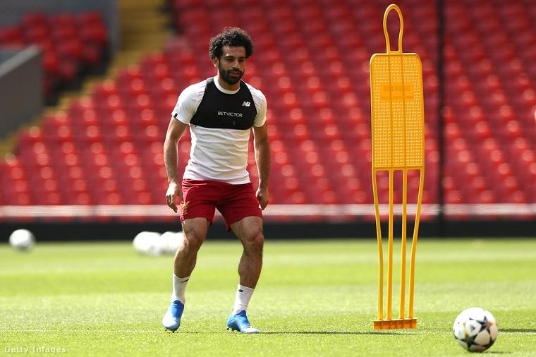 Második tényMohamed Szalah jelenleg a Liverpoolban játszik, de hazájában is akkora sztárnak számít, hogy iskolát neveztek el róla.