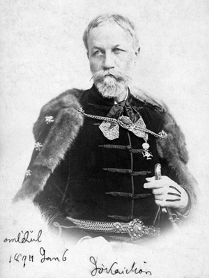 Jókai Mór díszmagyarban. A felvétel 1894-ben készült.