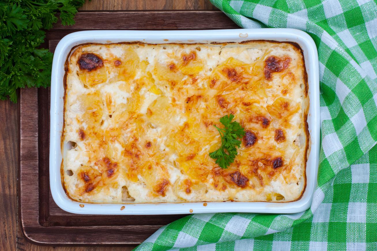 Négysajtos, tejszínes rakott krumpli darált hússal - Szaftos és pikáns