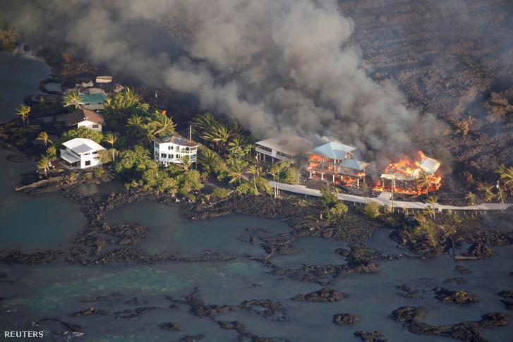 Házakat éget fel a láva Pahoán
