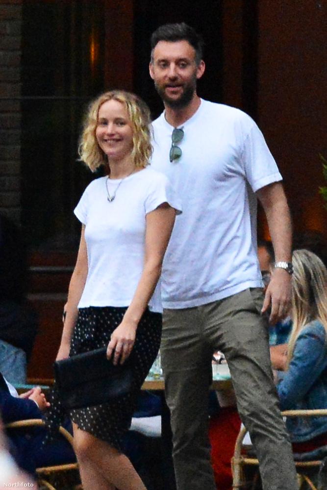 Jennifer Lawrence állítólag az a fajta hollywoodi sztár, akit igazából bárki leszólíthatna, elhívhatna randira.