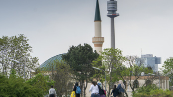Ausztria mecseteket zár be, imámokat utasít ki