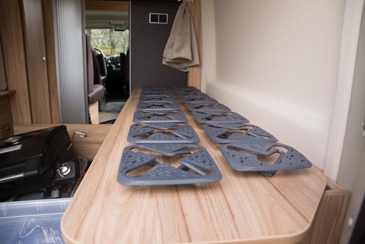Ezek a kis gáztűzhely szerű izék a rugók a matrac alá. Meglepően kényelmesek