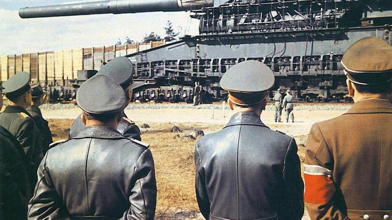 40 kilométerről szétlő egy erődítményt, náci, és nagyon drága, mi az?