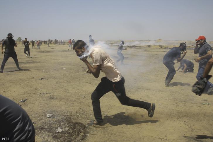 Izraeli katonák által könnygázgránáttal szájba lőtt palesztin tüntető