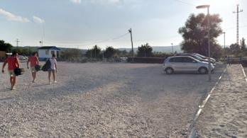 A katasztrófavédelem kötelezte Gerendaiékat a Lupa-beach parkolójának lezárására