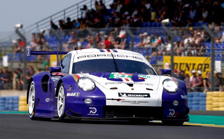 A 91-es Porsche ünnepi fényezésben. A Rothman's-szes múltra utalnak vele, ahogy lesz a mezőnyben egy Pink Pig (92) is idén, amivel a sokat csúfolt, majd hentesmintásra festett 917/20-asra emlékeznek