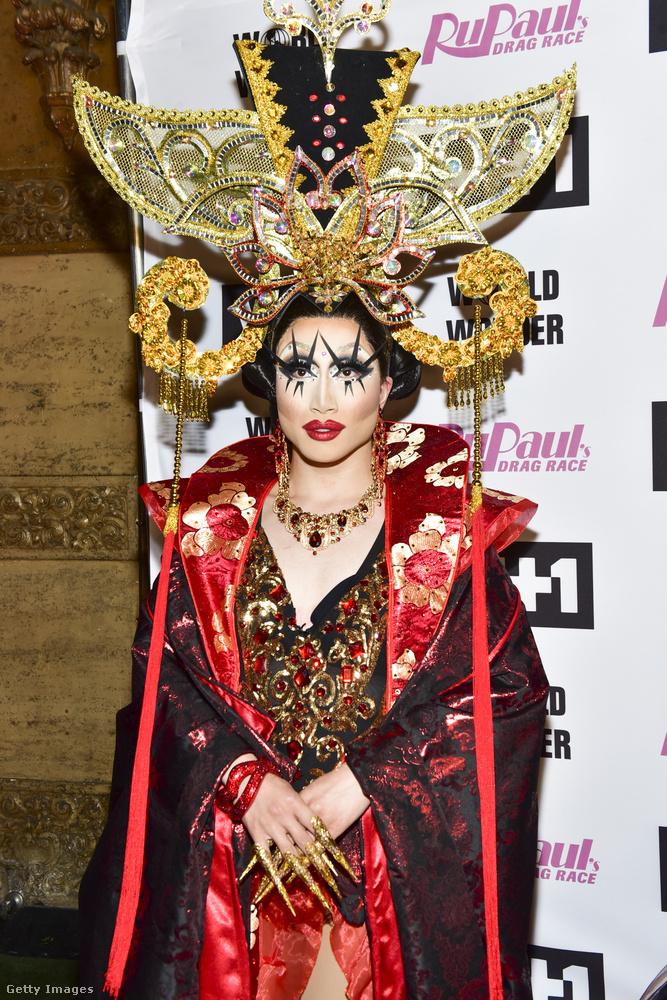 Yuhua Hamasaki kínai származású, és az ázsiai kultúrából merített ehhez az öltözékhez.