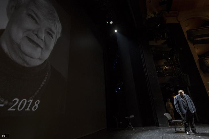 Vidnyánszky Attila a Nemzeti Színház igazgatója megemlékezik a napokban elhunyt Király Nina dramaturgról az évadzáró társulati ülésen a színházban 2018. június 8-án
