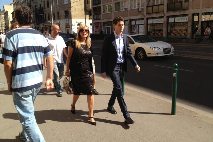 Schmidt Mária és fia, Ungár Péter érkeznek Orbán Ráhel esküvőjére, 2013. szeptember 7-én