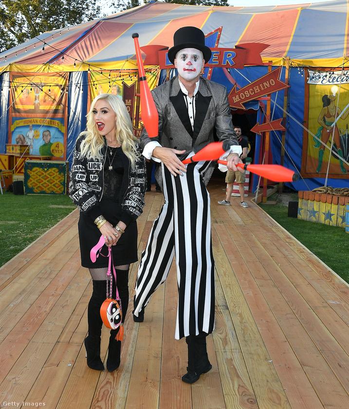 Egy cirkuszi sátorban tartott divatbemutatót a Moschino márka Kaliforniában pénteken