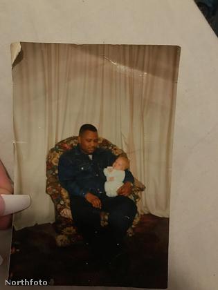 Szülei ugyanis afro-amerikaiak, következésképp ő is az