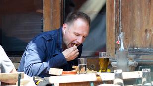 Exkluzív: Ralph Fiennes kitunkolja a maradékot
