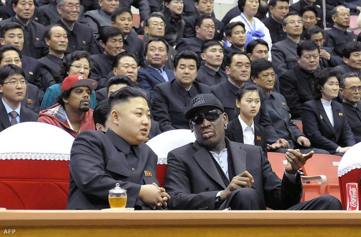 Kim Dzsongun és Rodman kosárlabdameccsen Pjongcsangban 2013-ban