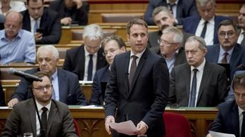 Dömötör a Jobbiknak: Álhíralapú politizálás helyett szavazzák meg az alkotmánymódosítást