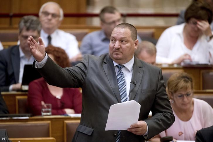 Németh Szilárd a Honvédelmi Minisztérium parlamenti államtitkára napirend előtt felszólal az Országgyűlés plenáris ülésén 2018. június11-én