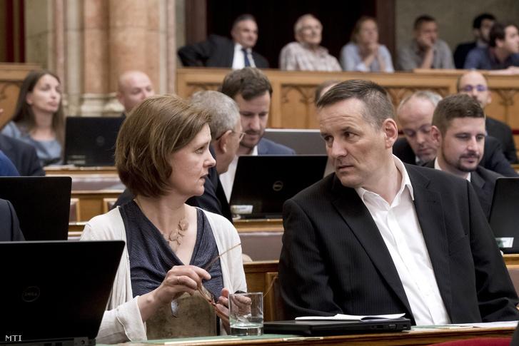 Hegedűs Lórántné és Volner János jobbikos képviselők az Országgyűlés plenáris ülésén 2018. június 11-én