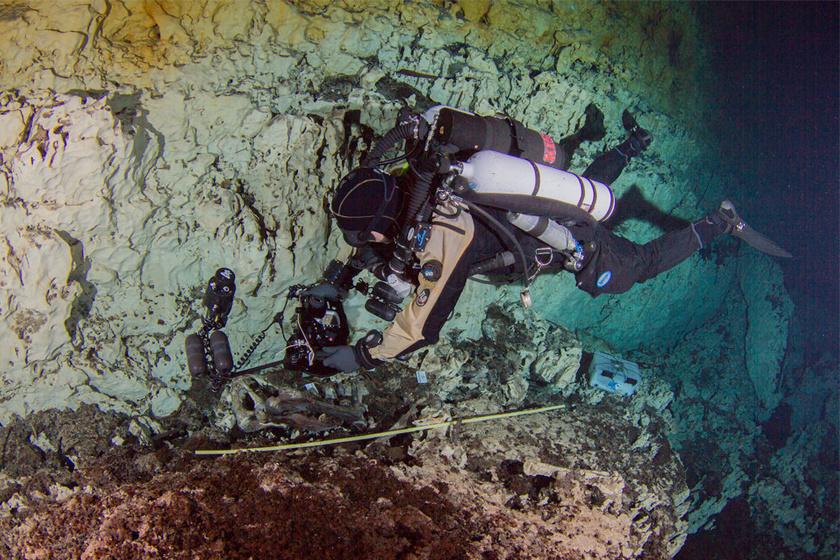 A Yucatán-félszigetnél, mélyen a víz alatt pihentek Naia maradványai 13 ezer éve.