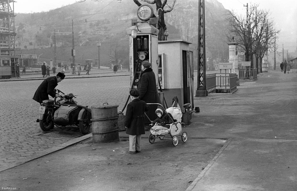 Gellért tér, 1955
