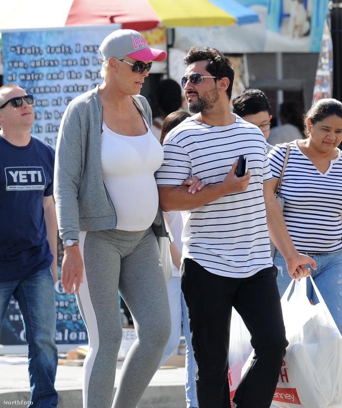 De persze az ilyesmin szerencsére már nem igazán akad fenn senki, ott van például csak a legfrissebb hírek közül Nick Jonas és Priyanka Chopra kapcsolata is.