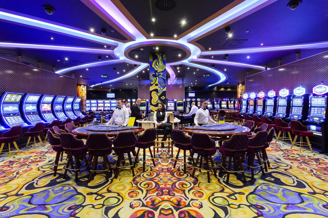 A debreceni Grand Casino 2014. október 17-én. Az 1300 négyzetméter területen, 750 millió forintos beruházással kialakított kaszinó koncessziós jogát a Szima Gábor helyi vállalkozó tulajdonában lévő Aranybónusz 2000 Kft. nyerte el tíz évre, ami öt évre meghosszabbítható.