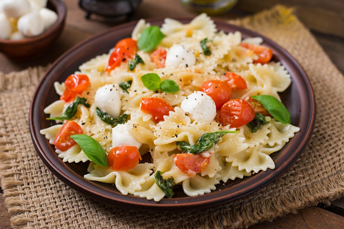 Szuperkönnyű, paradicsomos, mozzarellás tészta: hipergyors finomság