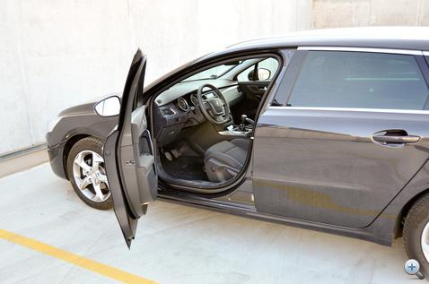 itt pedig a Peugeot-nál. Szokatlanul hamar koppan az 508-as ajtaja