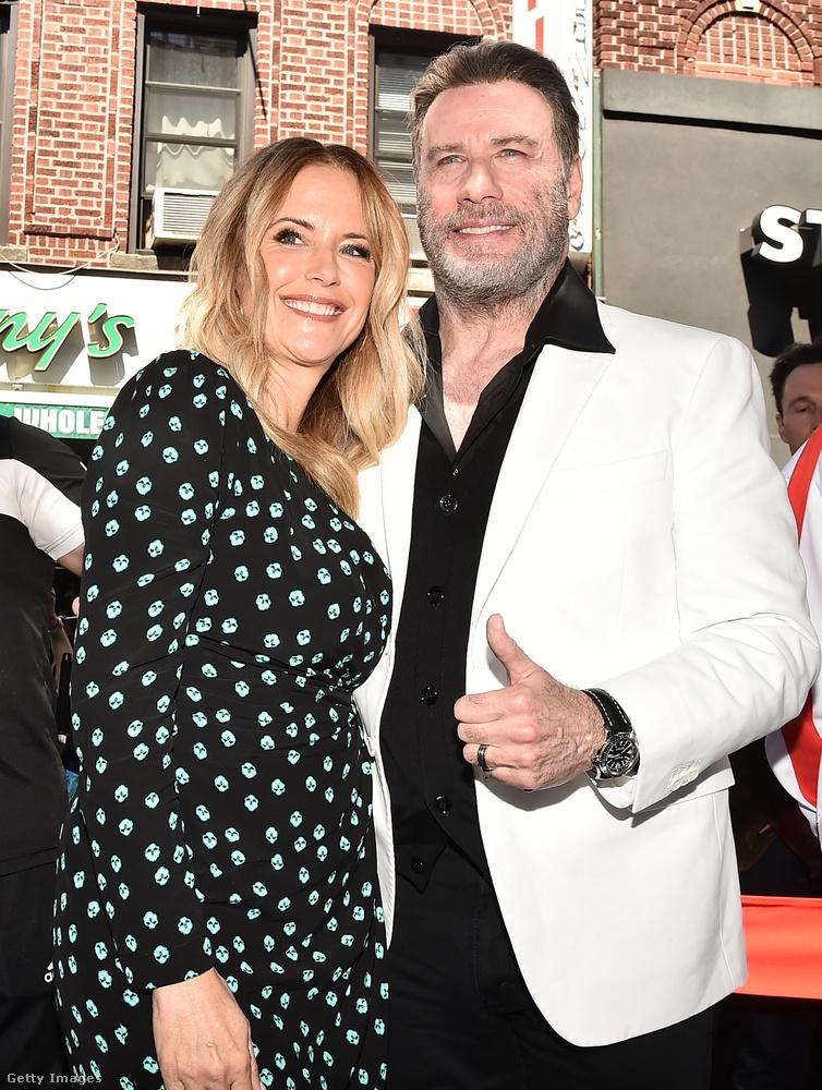 John Travolta és felesége, Kelly Preston tegnap Brooklynban voltak, ahol Marty Golden, New York állam szenátora életműdíjjal tüntette ki a színészt a tévében is filmen nyújtott teljesítményéért.