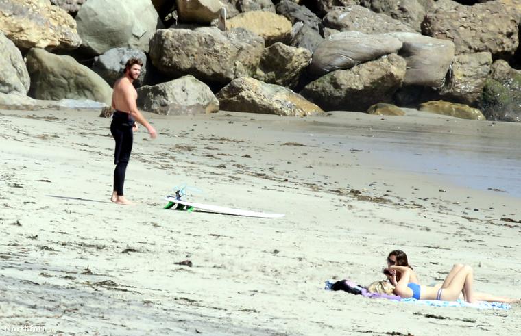 A híresség Liam Hemsworth, akit az Éhezők viadalából lehet ismerni, vagy onnan, hogy Miley Cyrusszal jár