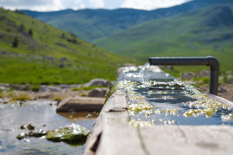 Lukomirba menet, valahol 1500 méter magasan ilyen kis itatókban bugyogott fel a víz