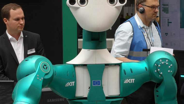 Segédmunkásnak már beállhat a Cebiten bemutatott önjáró robot