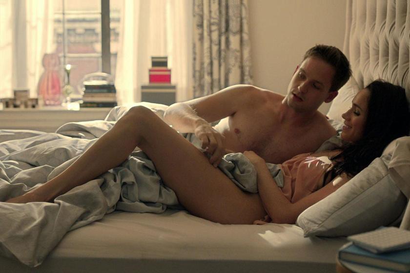 A Briliáns elmék című sorozatban 2011 óta alakította Rachel Zane szerepét. Néhány jelenetben ruha nélkül is láthatták a nézők.