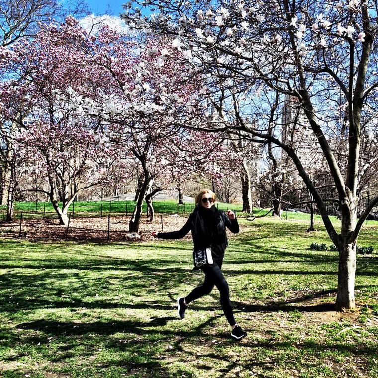 Ezen a képen New York-ban ugrabugrál