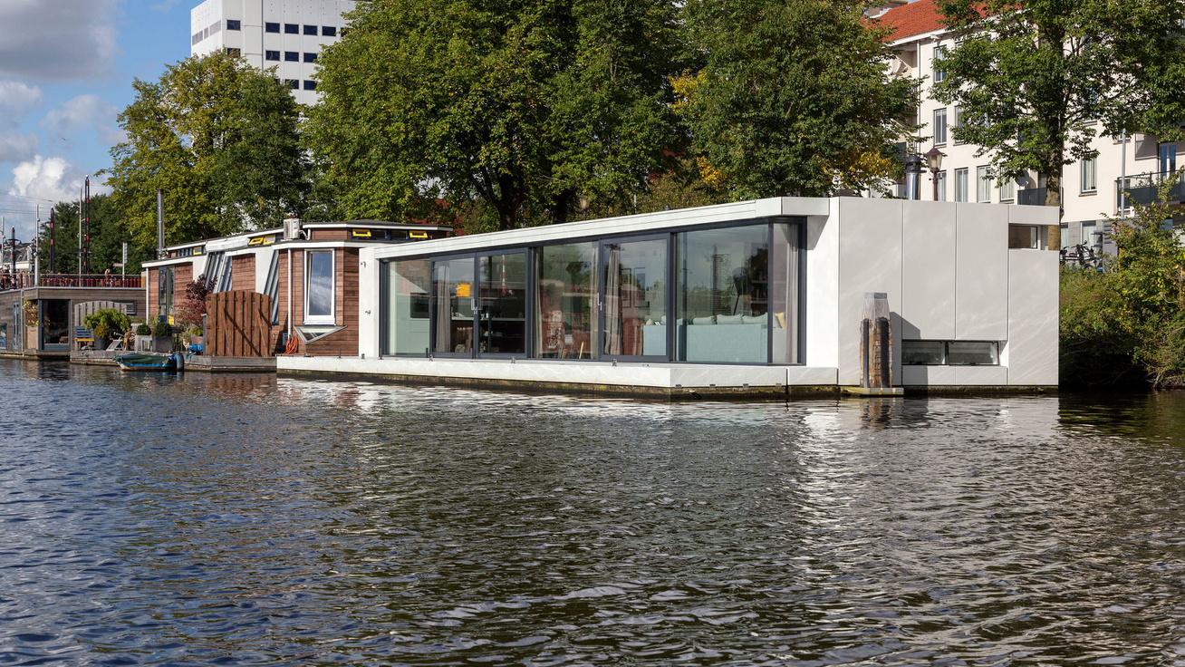 Tényleg pazar az amszterdami úszó lakás: nem is hinnéd, milyen tágas belülről