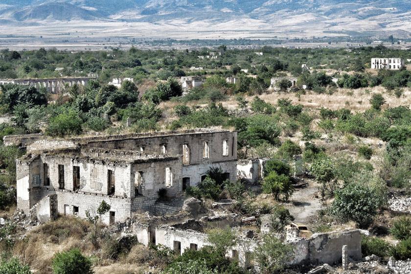 Agdam, Azerbajdzsán szellemvárosa Bakutól nyugatra található. Bár a 20. század második felében még egészen sokan lakták, mára a térségben lezajlott háborúk okán egy lélek sem lakja.