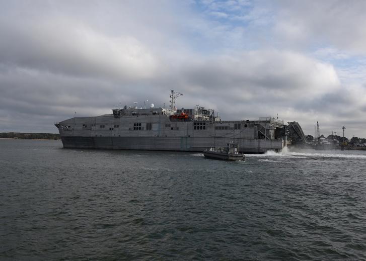 Az amerikai USNS Trenton hadihajó.