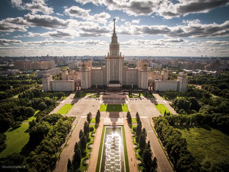 Rövid sétára a Moszkva folyó mentén találhatod a város másik legendás parkját, a Veréb-hegyet