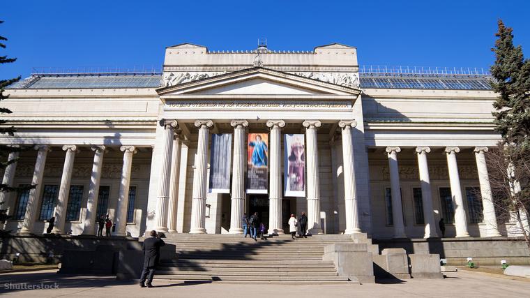 Az Állami Puskin Képzőművészeti Múzeum külföldi műveket is felvonultat az ókori civilizációk mesetereitől, az olasz reneszánszon át a holland aranykor mesterműveiig