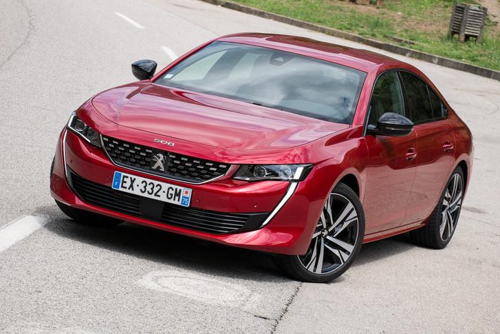 Fordított rendszámot kaptunk. Mert hogyhogy EX-GM van rajta? Nem éppen az Opel az, ami most Ex-GM, ez meg az ellenkezője?