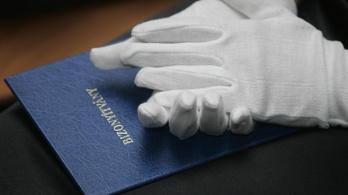 91 ezer ember a nyelvvizsga hiánya miatt nem vette át a diplomáját