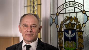 Református püspök: A kormányt ideológiák helyett a vagyongyűjtés jellemzi