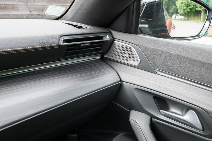 Egy Audiban azért ennél jóval pontosabban történnek a találkozások