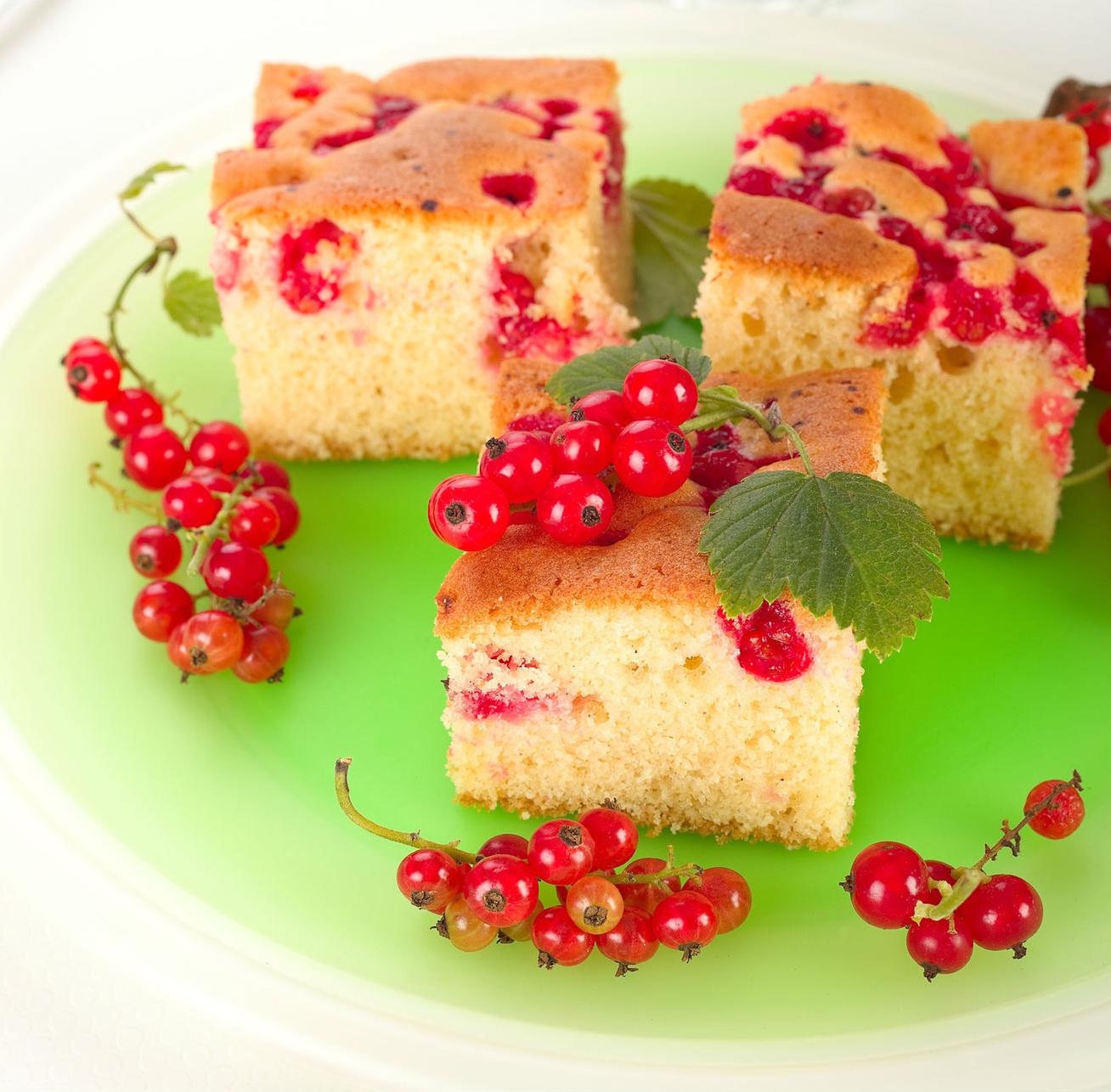 Joghurtos, ribizlis kevert süti: egyszerűen összeállítható, abbahagyhatatlan finomság