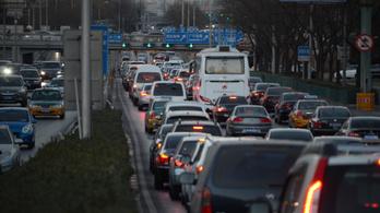 Nyomkövetőt kap minden új autó Kínában