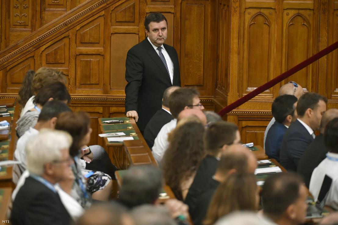 Palkovics László innovációs és technológiai miniszter az Infoparlament - középpontban a mobilitás című konferencia plenáris ülésén az Országházban 2018. június 7-én.