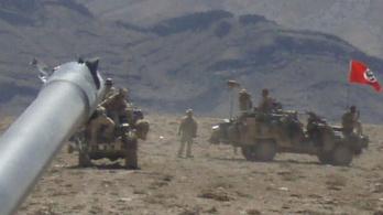 Horogkeresztes zászlót tűztek a kocsijukra ausztrál katonák Afganisztánban