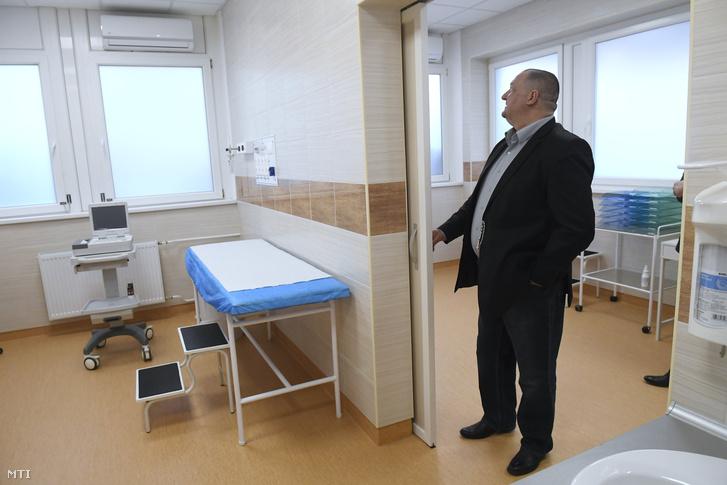Németh Szilárd a Fidesz országgyűlési képviselője a Jahn Ferenc Dél-pesti Kórház 125 millió forintból felújított sürgősségi betegellátó osztályának avatásán 2018. március 26-án.