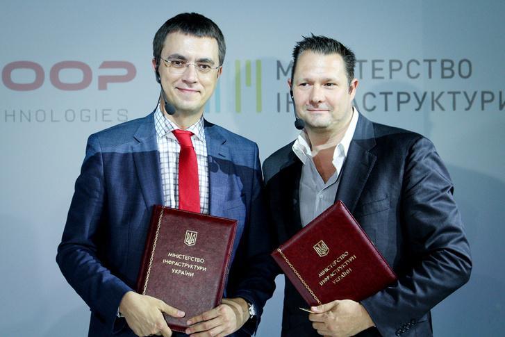 Volodimir Omeljan és Dirk Ahlborn a memorandum aláírása után