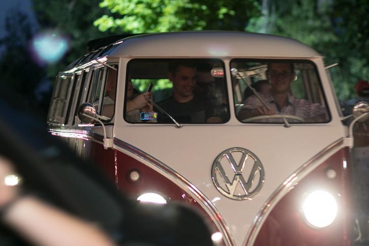 Megállás nélkül ment a Volkswagen T1-es bulijárat