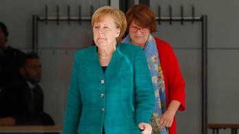 A menekültügy szétfeszíti a német kormányt, megszakították a Bundestag ülését